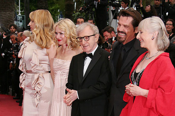 De g. à d. : Lucy Punch, Naomi Watts, Woody Allen, Josh Brolin, Gemma Jones